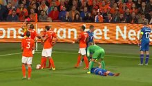 Hollanda'ya kırmızı kart şoku