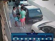 Arabasını park ettiği yerden çıkaramayınca...