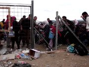 Makedonya sınırına mülteci akını sürüyor