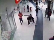 Hırsızı yere serdi