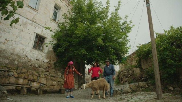 Habibe ve Fevziye Hanım'ın oy toplama çalışmaları