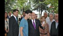 Gencin elleri titredi, selfie'yi Kılıçdaroğlu çekti