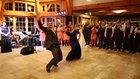 Annesinden müthiş dans