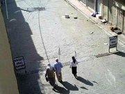 Nusaybin'de diyaliz hastası beyaz bez ile sokağa çıktı