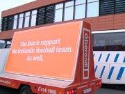 """""""Hollanda, İzlanda'yı destekliyor"""" yazılı kamyonet gezdirdiler"""