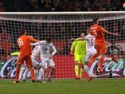 Hollanda farkı 2'ye indirdi