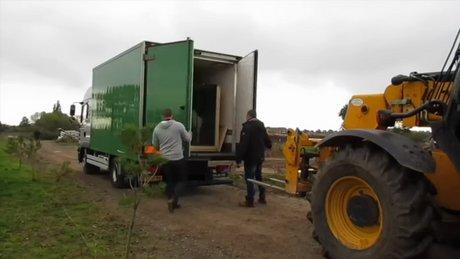 Kaçaklar kutup ayısı kamyonunda yakalandı
