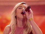Ebru Gürsoy X Factor'de geceye damgasını vurdu