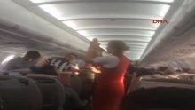 Beşiktaş taraftarı uçakta çoştu, hostesler eşlik etti