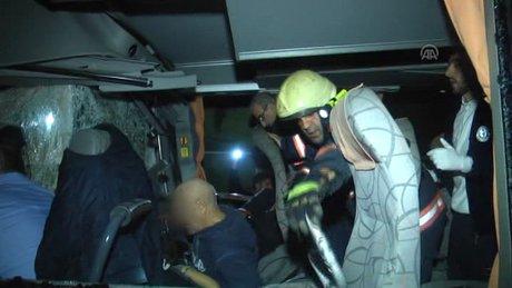 Yolcu minibüsü TIR'a arkadan çarptı: 10 yaralı