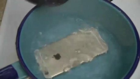 İPhone 6s'i kaynayan suya attılar