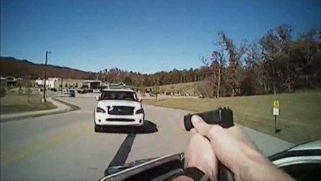 Kadın sürücü aracını polislerin üstüne sürdü
