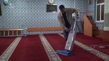 Cezayı ödeyemeyince camide temizlik yapacak