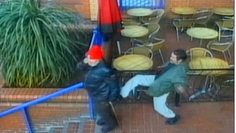 Soyguncu, engelli adamı merdivenlerden itti