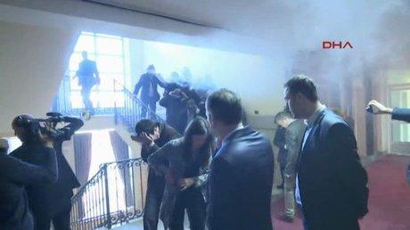 Kosova Meclisi'nde yaşanan arbede