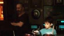 Cem Yılmaz ve oğlu Kemal'den müzik rezitali
