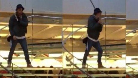 Apple Store'a Samuray Kılıcıyla Girdi!