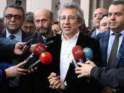 Gazeteci Can Dündar ve Erdem Gül tutuklandı