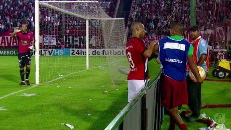 River Plateli oyuncu top toplayıcıya tokat attı