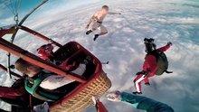 Paraşütsüz atladı