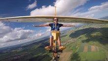 Gökyüzünde uçan özgürlük