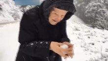 101 yaşında karla oynadı