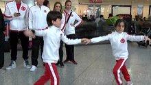 Milli dansçılardan gösteri
