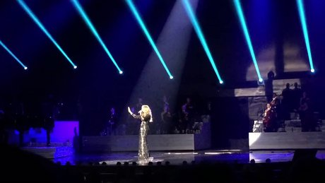 Celine Dion'dan Hello yorumu