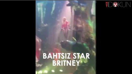 Britney Spears bu kez sarmaşığa takıldı