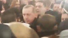 Tekbirlerle karşılanan Erdoğan cemaate dua yaptırdı