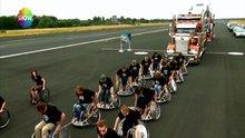 Tekerlekli sandalye ile TIR çektiler