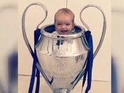 Wesley Sneijder'in oğlu kupanın içinde