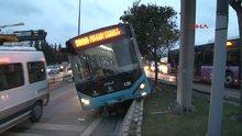 Halk otobüsü devrilmekten son anda kurtuldu