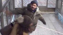 Genç kadına tekme tokat saldırdı