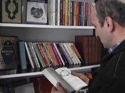 Kahvehaneye kurulan kütüphaneye yoğun ilgi
