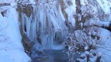 Şelaleler dondu, baraj gölü buz tuttu