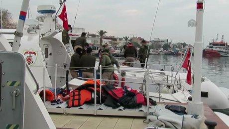 Çanakkale'de kaçakları taşıyan tekne battı 10 ölü