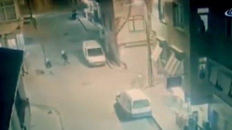Kıraathaneye düzenlenen silahlı saldırı amatör kamerada