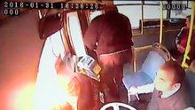 İçinde yolcu bulunan otobüse molotof attılar