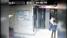 /video/kazalar/izle/asansor-kapisini-tekme-atarken-bosluga-dustu/166733