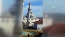 Eski minarenin yıkım anı amatör kamerada