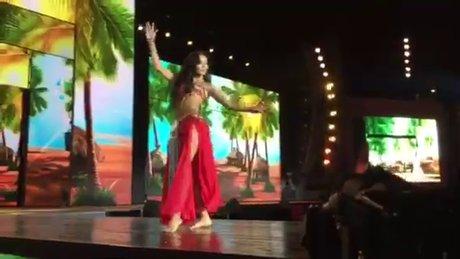 Cansu Taşkın'dan dans şov