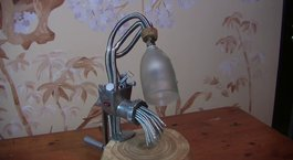 Kıyma makinesinden masa lambası