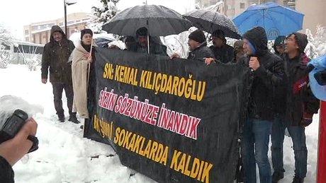 """KILIÇDAROĞLU'NUN EVİNİN ÖNÜNDE """"YIKIM"""" PROTESTOSU"""