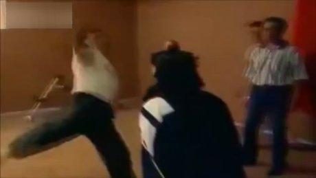 Kung Fu hocası kafa koparıyordu