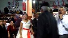 Grip salgınına karşı düğüne öpüşme yasağı