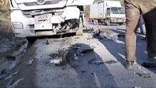 Otomobil hafriyat kamyonuyla çarpıştı: 2 ölü 5 yaralı