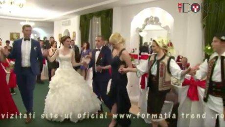 Moldova'da köy düğünü halayı