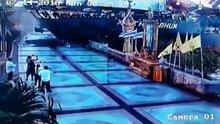 Dümeni kilitlenen gemi kıyıya girdi