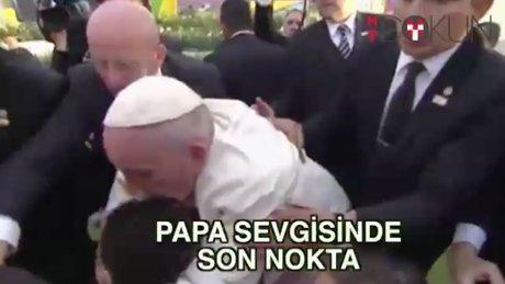 Papa'ya 'ağır' sevgi